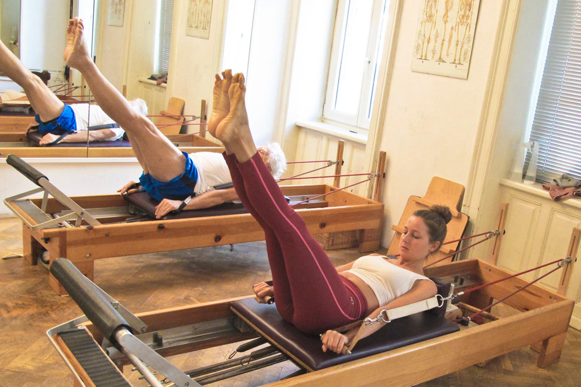 Hundred Übung Reformer Mattentraining Bodentraining Pilates Körperbewusstheitstraining therapeutisch