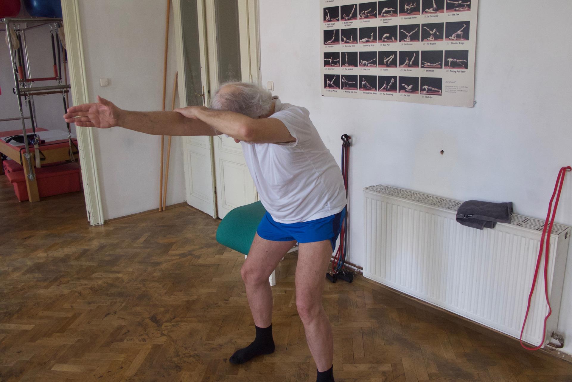 Brustwirbelsäule entspannen Lendenwirbelsäule entlasten Pilates Körperbewusstheitstraining therapeutische Übungen